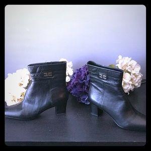 Bandolino Dajuda Black Leather Boots